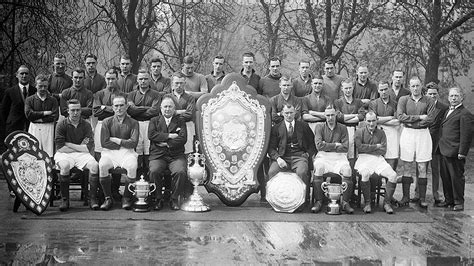 Arsenal win their first league title | History | News