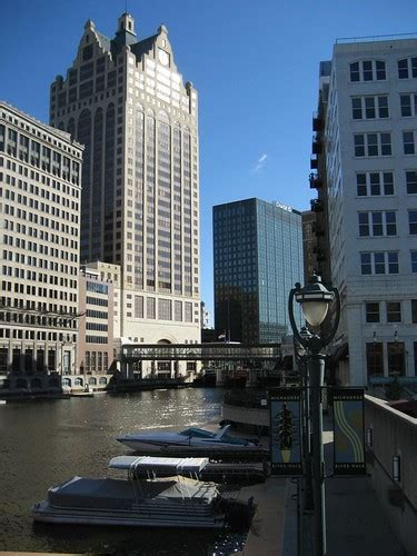 Milwaukee RiverWalk voted one of the Great Public Places