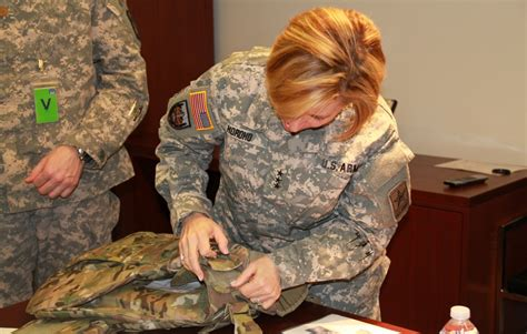 Army surgeon general dons new female body armor | Article