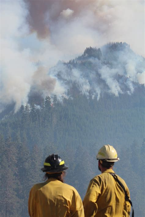 Air attack on southern Oregon wildfire -- 2015   The Cable