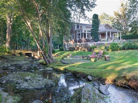 Wow House: Mintwater Cottage At The Glen | Portsmouth, RI