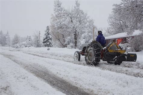 Spring blizzard blankets Wyoming, sets record, closes