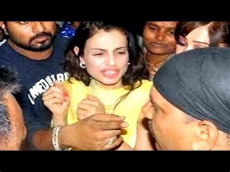 Bollywood actress MOLESTED in PUBLIC | UNCUT VIDEOS